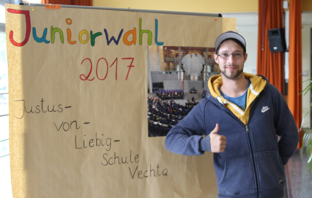 Juniorwahl 2017: Schülerinnen und Schüler der Justus-von-Liebig-Schule informieren sich über Demokratie undWahlen
